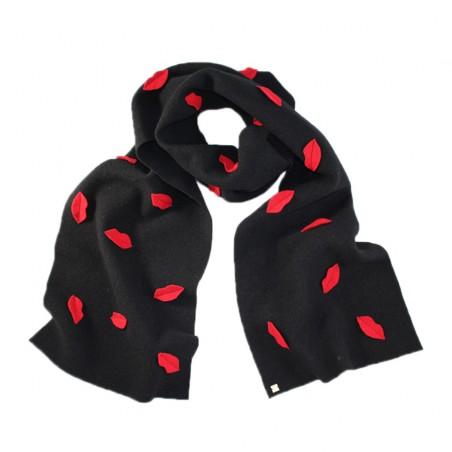 'Kiss' scarf